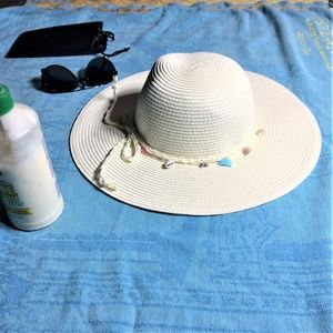 Womans Floppy Hat - NWOT  🌴